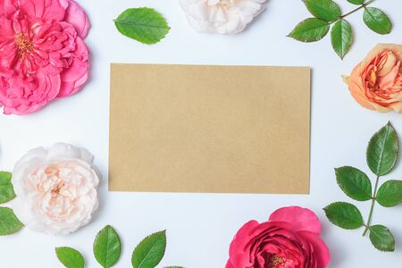 Flowers composition. Frame made of english rose flowers on blue background. Spring, summer, easter concept. Flat lay, top view, copy space Stock fotó