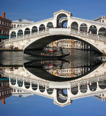 rialto bridge: Venice, Rialto bridge with gondola in Italy