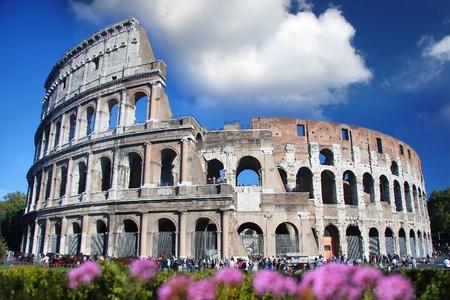 italien flagge: Colosseum im Fr�hjahr Zeit, Rom, Italien