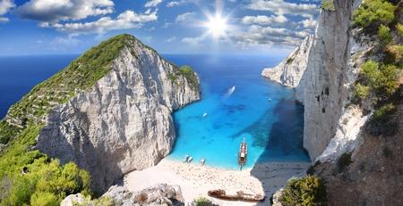 Famous European Beach Navagio in Zakynthos Island, Greece, part of Ionian Islands Imagens