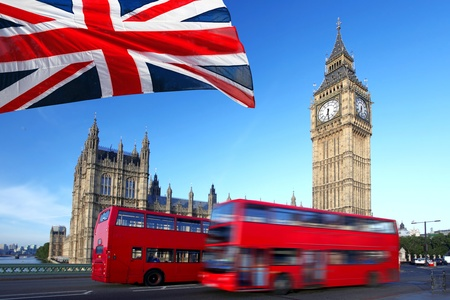 drapeau angleterre: Big Ben avec du rouge � deux �tages � Londres, Royaume-Uni