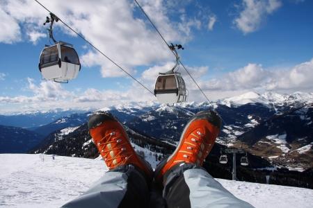fagot: Obuwie zimowe przed zachodem słońca nad Alpami Zdjęcie Seryjne