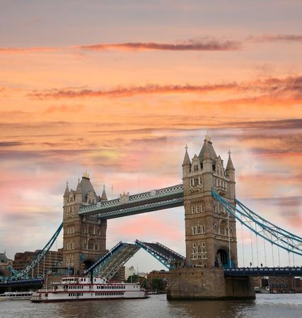 drawbridge: Tower Bridge in the evening, London, England
