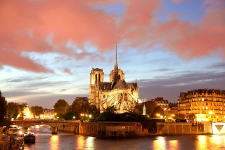 seine: Notre Dame de Paris in de avond, Frankrijk
