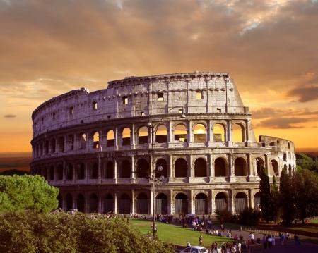 roma antigua: Famoso Coliseo en Roma, Italia