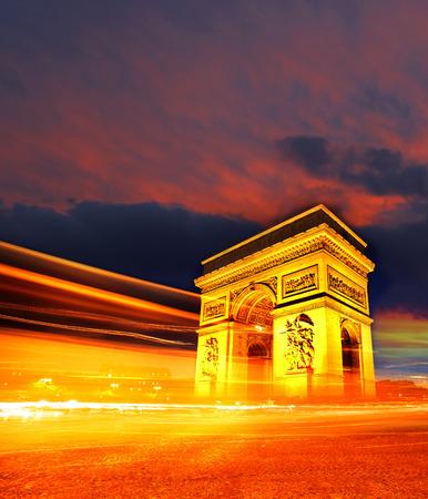 Famoso Arco di Trionfo in autunno, Parigi, Francia Archivio Fotografico