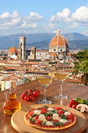 Florence met de kathedraal en typische Italiaanse pizza in Toscane, Italië