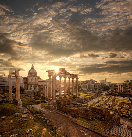 italy culture: Famous Roman ruins in Rome, Capital city of Italy