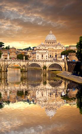 Basilica di San Pietro mit Brücke im Vatikan, Rom, Italien Standard-Bild - 29575934