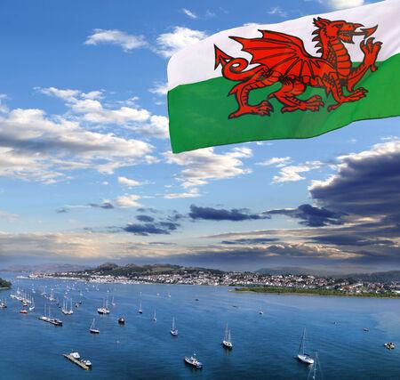 welsh flag: Città Conwy con bandiera del Galles, Regno Unito Archivio Fotografico