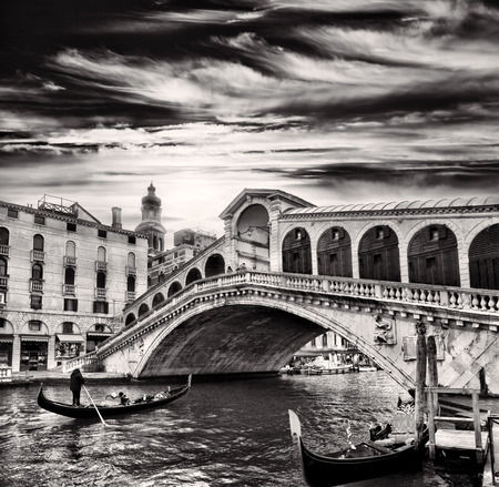 rialto bridge: Gondolier against  Rialto Bridge over Grand Canal in Venice, Italy