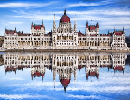 Famous Parliament with river in Budapest, Hungary Imagens
