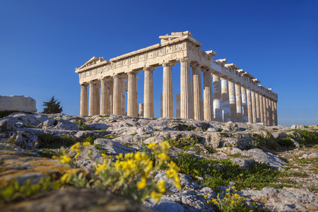 Parthenon temple with spring flowers on the  Acropolis in Athens, Greece Stok Fotoğraf