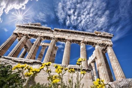 templo griego: Acrópolis famosa con el templo del Partenón en Atenas, Grecia