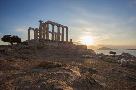 templo griego: Famoso templo griego Poseidón, Cabo Sunión, en Grecia