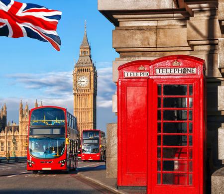 bus anglais: Symboles Londres avec Big Ben, Bus à impériale et les cabines téléphoniques rouges en Angleterre, Royaume-Uni Banque d'images