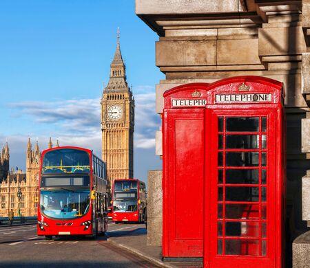 bus anglais: Symboles Londres avec Big Ben, Bus � imp�riale et les cabines t�l�phoniques rouges en Angleterre, Royaume-Uni Banque d'images
