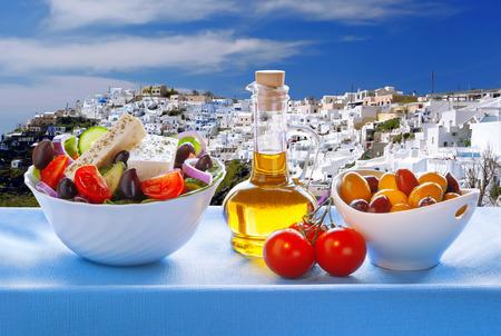그리스 산토리니 섬 그리스 샐러드 스톡 콘텐츠