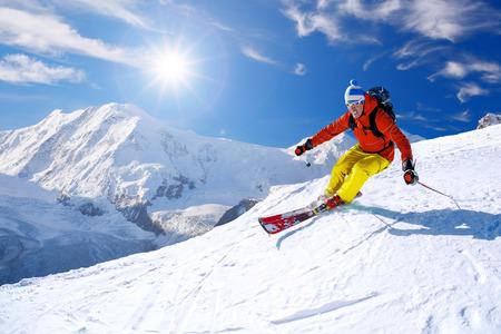 narciarz: Narciarz narciarstwo zjazdowe w wysokich górach, Matterhorn obszar, Szwajcaria Zdjęcie Seryjne
