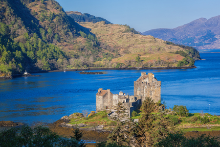 old bridge: Panorama of Eilean Donan Castle in Highlands of Scotland