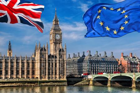 유럽 연합 (EU)과 영국 연합 (EU) 런던의 빅 벤, 영국, 영국에 대한 플래그 비행, 그대로 또는, Brexit를 남겨
