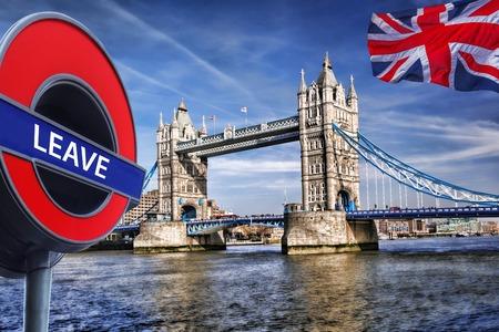 bus anglais: Bretagne vote pour LAISSER Union européenne, Tower Bridge à Londres, Angleterre, Royaume-Uni