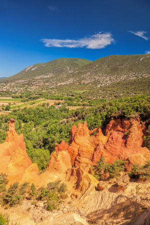 apt: Red rocks in Colorado Provence in Luberon park, France Stock Photo