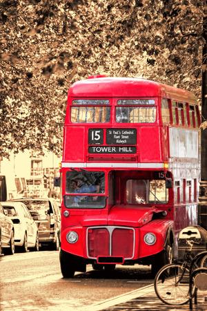 Old Red Doppeldecker-Bus in London, UK