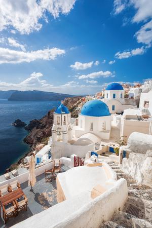 그리스의 산토 리니 섬에 아름다운 이아 마을 스톡 콘텐츠