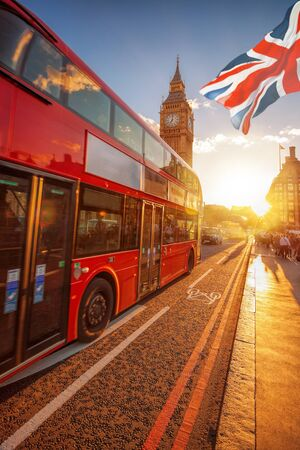 Constitución: Big Ben with double decker bus against colorful sunset in London, UK