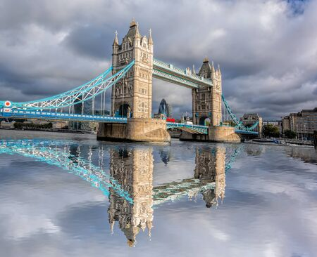 daybreak: Tower Bridge in London, England, UK Stock Photo