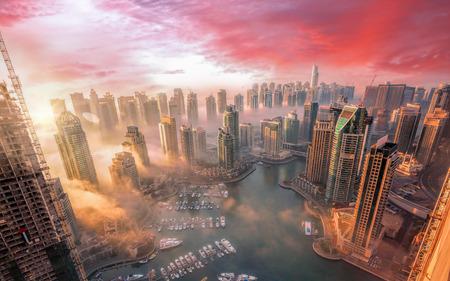 ドバイ、アラブ首長国連邦に色鮮やかな夕焼けとドバイ マリーナ