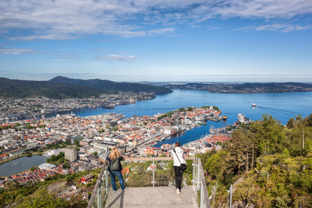 Schönes Panorama von Bergen von Floyen in Norwegen Standard-Bild