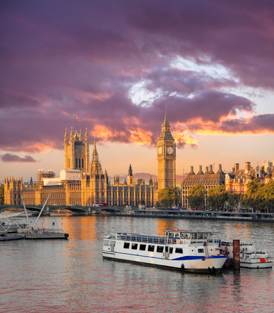 Big Ben and Houses of Parliament with boat in London, England, UK Reklamní fotografie - 119604984