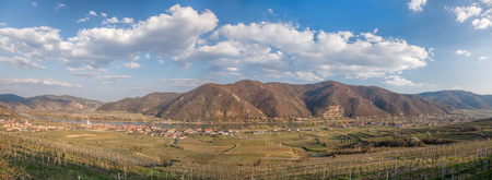 Panorama of Weissenkirchen village with Danube river during spring time in Wachau, Austria 版權商用圖片