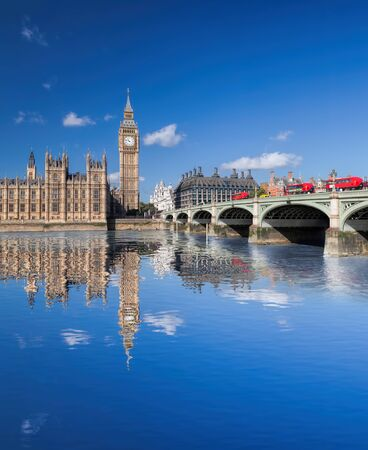 Big Ben and Houses of Parliament with red buses on the bridge in London, England, UK 版權商用圖片
