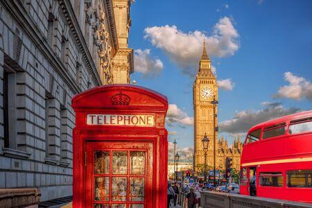 London with red phone booth against Big Ben in England, UK Zdjęcie Seryjne