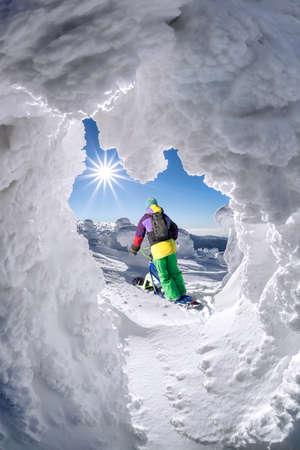 Skier on monoski in high mountains against blue sky Stockfoto