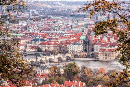 Charles bridge with autumn trees in Prague, Czech Republic Редакционное