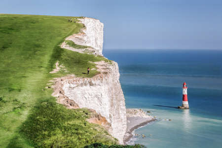 Beachy Head Lighthouse with chalk cliffs near the Eastbourne, East Sussex, England Banque d'images
