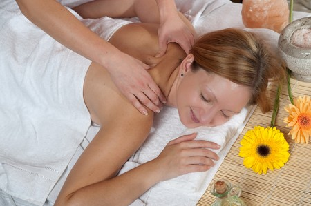 Girl having a Massage im Wellnesscenter