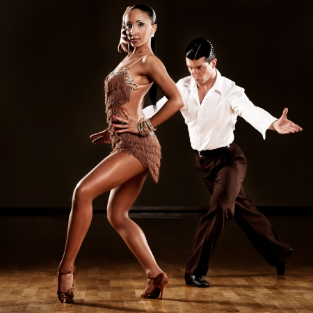 pareja de baile latino en acci�n photo