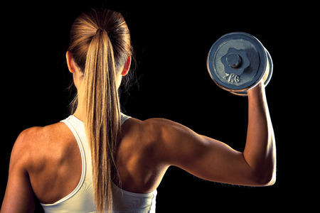 atractiva joven que trabaja con pesas Foto de archivo