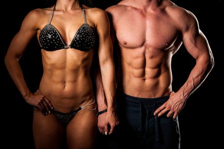 mujeres fitness: Pares de la aptitud plantea en el estudio - Ajuste el hombre y la mujer Foto de archivo
