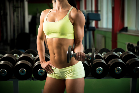 fitness abs female: Beautiful fit woman working out in gym - girl in fitness