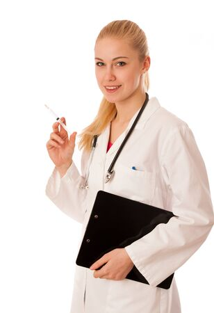 personne malade: Docteur avec un st�thoscope autour du cou et de l'aiguille dans la main la promotion de rem�de pour la maladie.