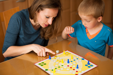 ludo: Kid and mom playing ludo game
