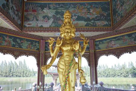 idool: gouden afgodsbeeld