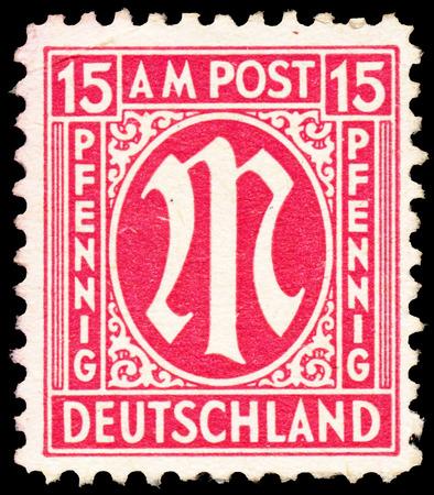 """definitive: Alemania - CIRCA 1945: Un sello impreso en zona de ocupaci�n brit�nico-americana muestra definitiva serie de estampillas """"M"""" en la denominaci�n de 15 c�ntimos, alrededor de 1945"""