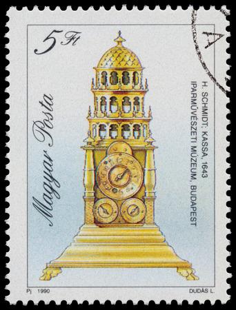 """orologi antichi: UNGHERIA - CIRCA 1990: timbro stampato in Ungheria, mostra Table Clock da Hans Schmidt, 1643, con la stessa scritta, da serie """"orologi antichi"""", circa 1990"""